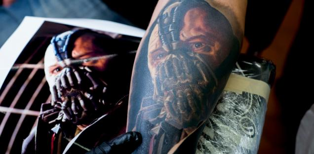 festival-tatouage-chaudes-aigues-2014-tattoos-carlos-torres-bane-batman-cantal-ink-the-skin